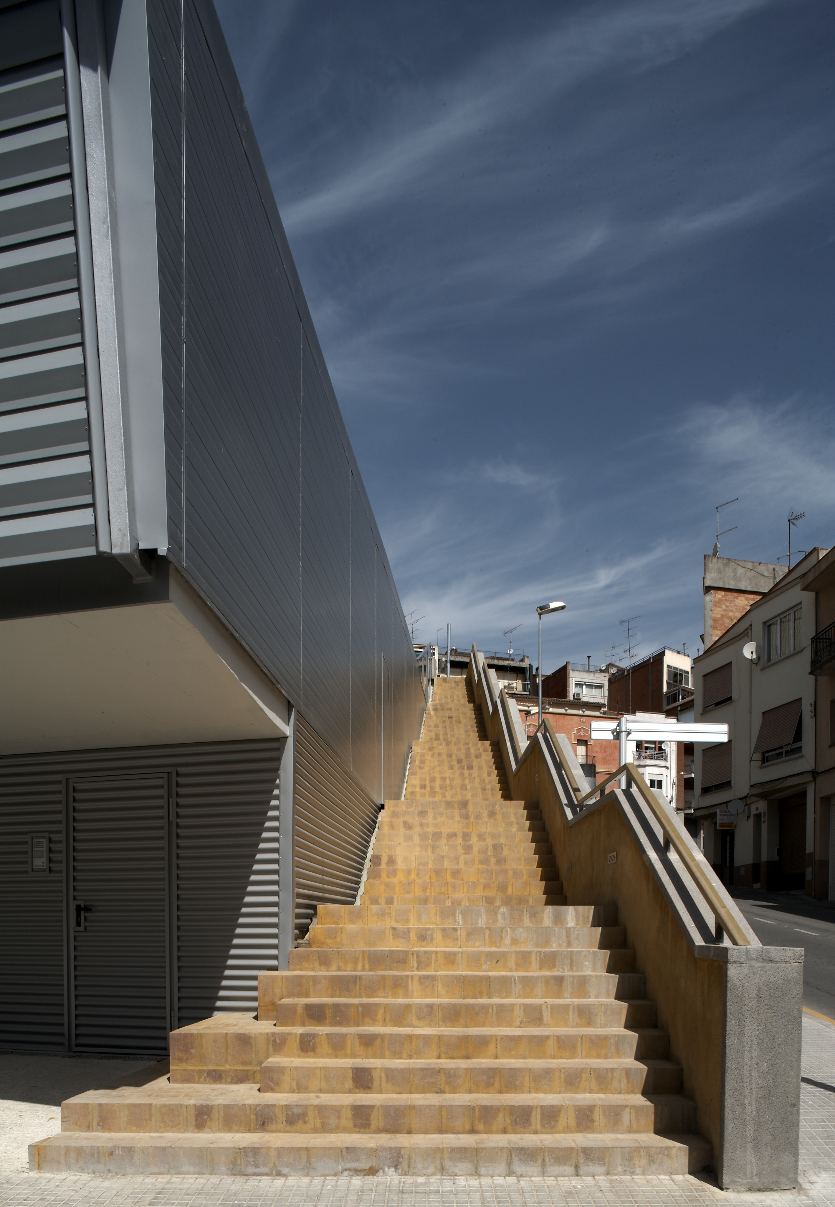 f03_escaleras ext.jpg